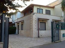 Stanza Singola in Villetta con Parcheggio Privato