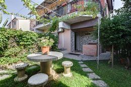 Villa composta da 2 appartamenti ad Acilia