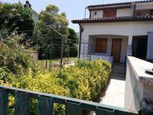 Villa angolare con ampio giardino