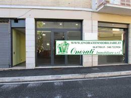 Locale commerciale 185mq Frascati zona centrale