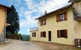 Casa libera su tre lati con giardino e vista panoramica