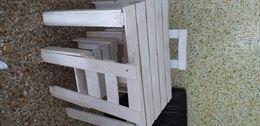 Tavolini e sedie in legno