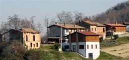 Antico Borgo in vendita con rustici adibito a B& B e terreno
