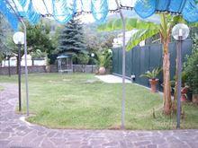 Appartamento arredato con giardino e posto auto