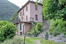 Villa singola 250 mq piu 3000 mq parco